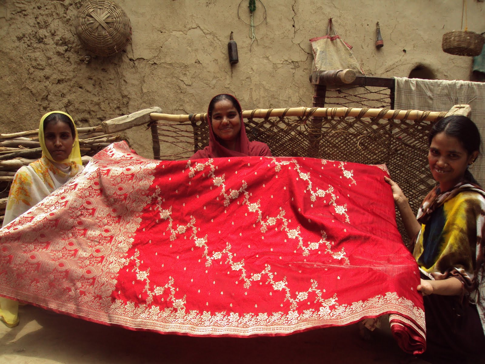 marketing-right-taj-works-with-varanasi-weavers